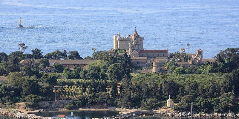 Profitez de l'été indien pour découvrir les îles secrètes de la Côte d'Azur!